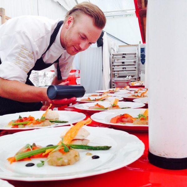 Cuisine Lifestlye - Sascha Zellinger bei derVorbereitung