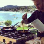 Cuisine Lifestlye - Sascha Zellinger mit seiner mobilen Küche von Camp Champ - beim Kochen