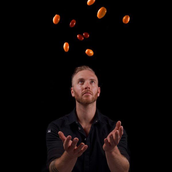 Cuisine-Lifestyle by Sascha Zellinger Portrait - fliegende Tomaten