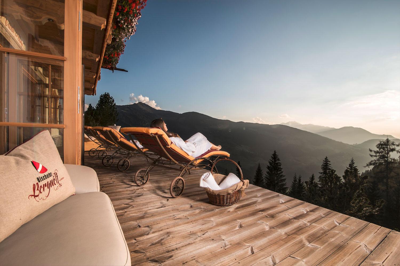 Sascha Zelölinger - Privatkoch, Mietkoch für Chalet und Lodge - Partnerbetrieb Bischofer Alm Alpbach/Tirol - Ausblick mit Liege