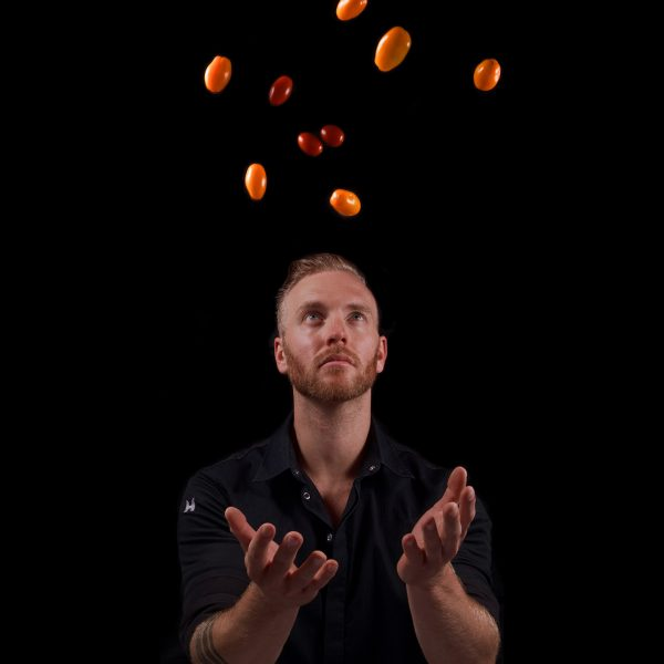 Cuisine-Lifestyle by Sascha Zellinger Portrait - fliegende Tomaten - nachhaltige Zutaten